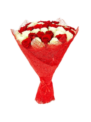 Букет цветов из белых и красных роз №18 (51 шт.) с доставкой.