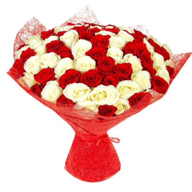 Букет цветов из белых и красных роз №19 (101 шт.) с доставкой.