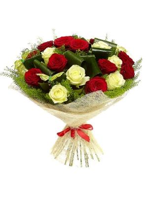 Букет цветов из белых и красных роз №19 (25 шт.) с доставкой.