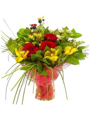 Букет цветов из зеленой хризантемы, кремовой кустовой розы и желтой орхидеи №1 с доставкой.