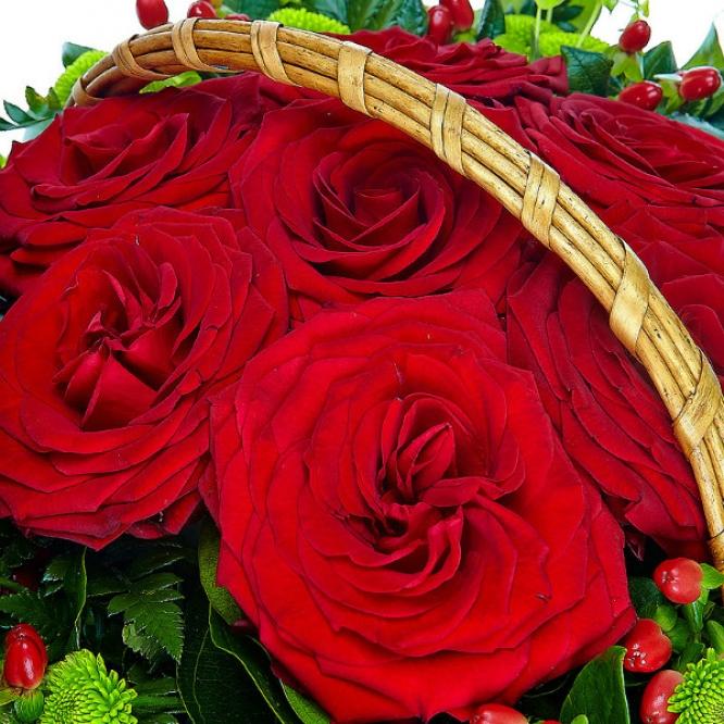 Букет-корзина из красной розы №11
