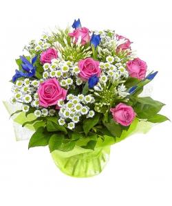 Букет цветов из розовых роз, синих ирисов и белых хризантемы и агапантуса №7 с доставкой.