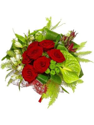 Букет цветов из красных роз, зеленной хризантемы, леукодендрона и белой альстромерии №7 с доставкой.