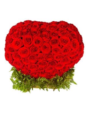 Букет-корзина из красных роз и папоротника №16 (301 шт.)