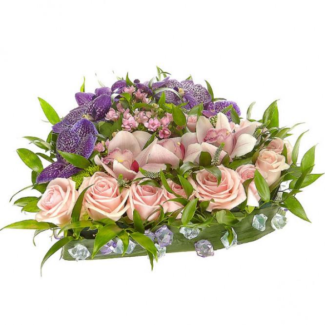 """Букет-сердце из розовых роз, орхидеи и бувардии, а также синей орхидеи """"Ванда"""" №17"""