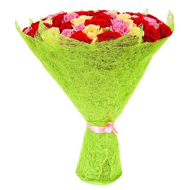 Букет цветов из розовых, кремовых и красных роз №23 (101 шт.) с доставкой.