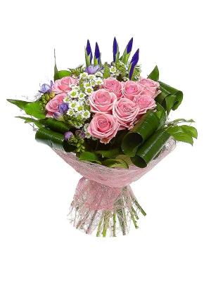 Букет цветов из розовых роз, белой хризантемы и голубого ириса №23 с доставкой.
