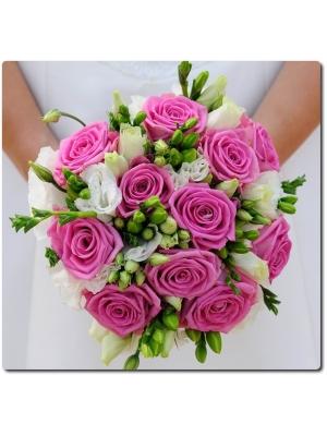 Свадебный букет невесты из розовых роз (11 штук), фрезии (9 веток), эустомы (5 веток) и декоративной зелени с доставкой по Киеву.