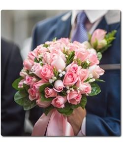 Свадебный букет невесты из розовых роз (35 штук), бувардии и декоративной зелени с доставкой по Киеву.