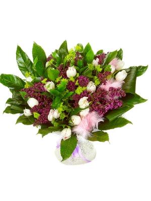 Букет цветов из розовой сирени, белых тюльпанов, рускуса, буплерумы и пестрой аралии №34 с доставкой.