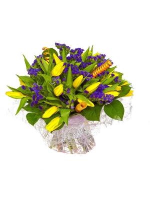 Букет цветов из желтых тюльпанов (21 шт.), салала и синей статицы №37 с доставкой.