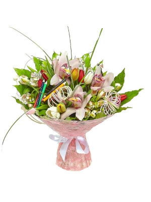 Букет цветов из розовой альстромерии, разноцветных тюльпанов, пестрой аралии и розовой орхидеи №38 с доставкой.