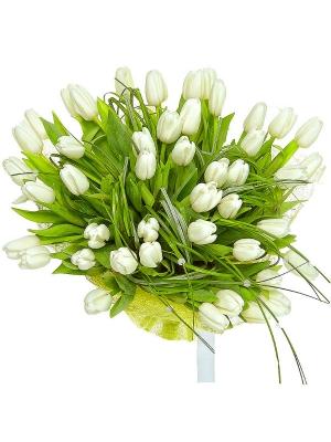Букет цветов из белых тюльпанов (51 шт.) и берграсса №5 с доставкой.
