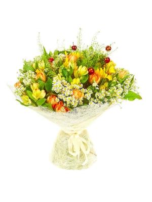 Букет цветов из темно-желтого подсолнуха, ромашек, желтой альстромерии, салала и тюльпанов №47 с доставкой.