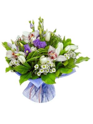 Букет цветов из белых тюльпанов, белой орхидеи, голубого лизиантуса и белой хризантемы №6 с доставкой.
