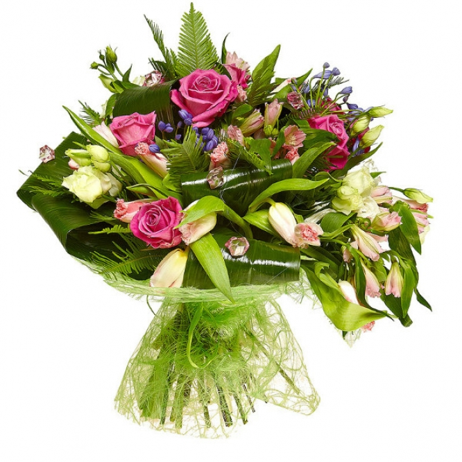 Букет цветов из розовых роз и альстромерии, светло-розовых тюльпанов, синего агапнтуса и лизиантуса №53 с доставкой.
