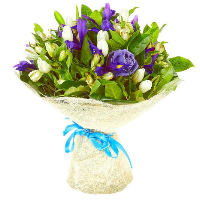 Букет цветов из белых тюльпанов, синих ирисов, аспидистр, салала и белой альстромерии №56 с доставкой.