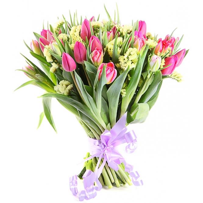 Букет цветов из красно-розовых тюльпанов (35 шт.) и статицы №73 с доставкой.