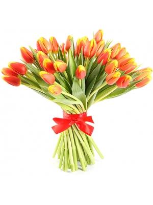Букет цветов из рыжих (оранжевых) тюльпанов (51 шт.) №74 с доставкой.